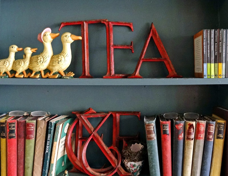 the front room cafe, interiors, shelves
